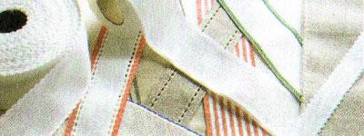 Канва «Аида» может продаваться в мотках в виде лент различной ширины, окрашенных по краям в яркие цвета